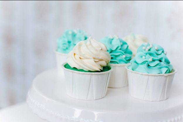 Cupcake-Kurs Köln – türkise Creme auf Cupcake