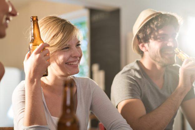 Erlebnisdinner Bad Nauheim – Freunde trinken Bier