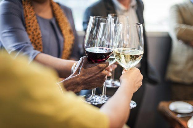 Firmenfeier Berlin – Wein trinken