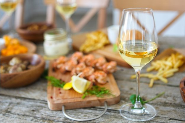 Firmenfeier Berlin – Weißwein mit Snacks