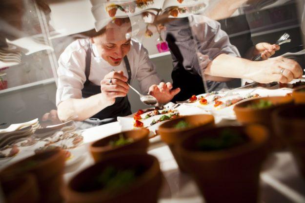 Firmenfeier mit Küchenparty in Köln - Arbeiten im Akkord