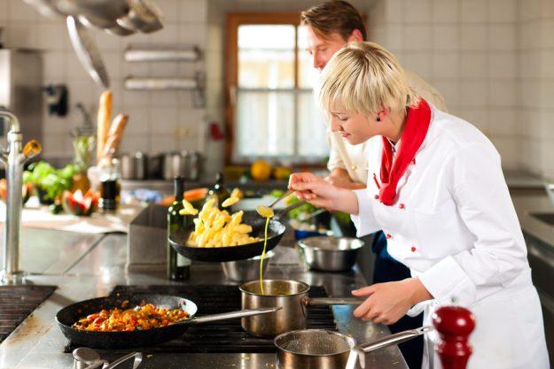 Firmenfeier Stuttgart mit schwäbischem Kochkurs - Kochen mit dem Profi
