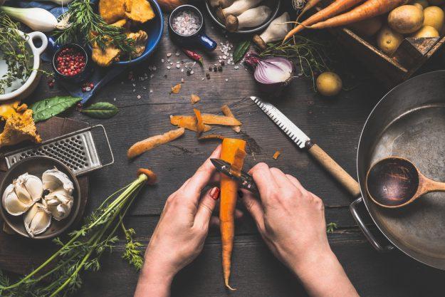 Französischer Kochkurs Wuppertal – Karotten schälen