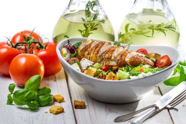 gesunder-kochkurs-stuttgart-salat-mit-fleisch