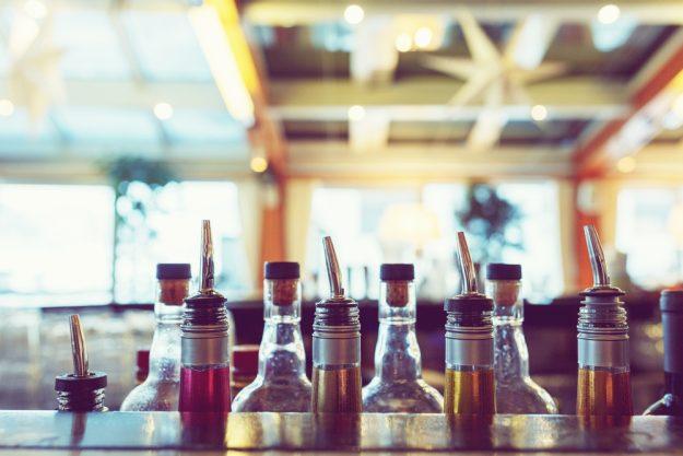 Gin-Seminar Mannheim – Bar mit Ginflaschen