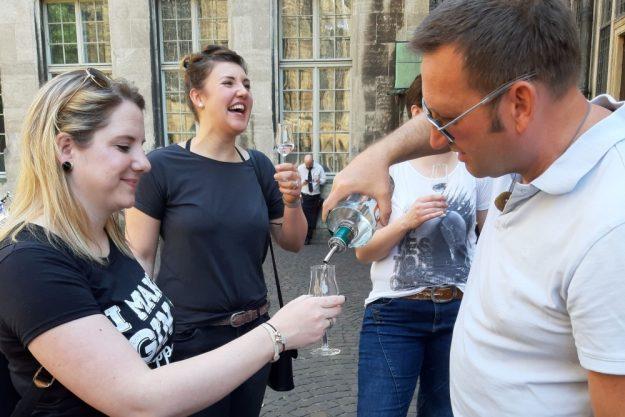 Gin-Tasting Bremen – Gin ausschenken