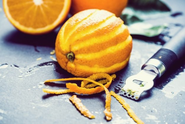 Gin-Tasting-Gutschein –Dekorieren und aromatisieren mit Orangenzeste