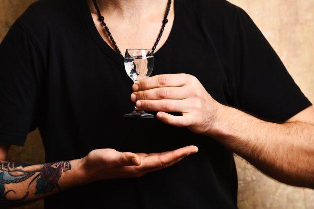 Gin-Tasting Mainz – Mann trinkt Gin