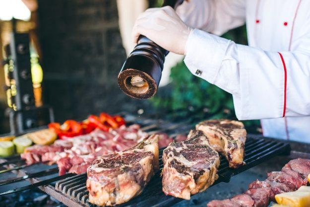 Grillkurs Wuppertal – große Steaks auf dem Grill würzen