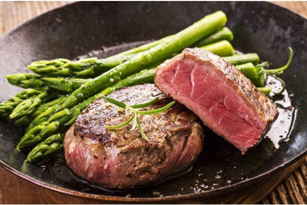 Teambuilding Steak & Bier-Kochkurs München - Steak mit Spargel