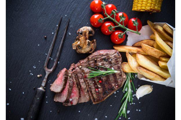 Teambuilding Steak & Bier-Kochkurs München - Steak mit Pommes
