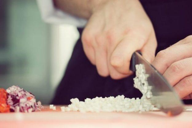 kalifornische Küche Hannover – Zwiebel schneiden