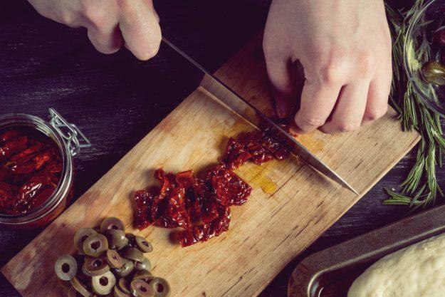 Kochkurs Heidelberg – eingelegte Tomaten schneiden