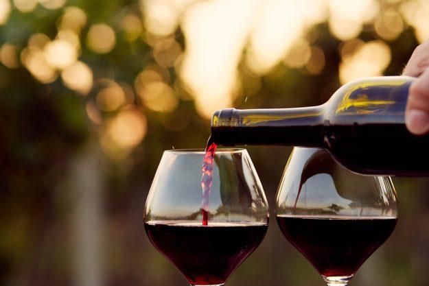 Kochkurs Stuttgart – Rotwein einschenken