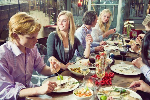 Kochkurs Wuppertal –Gruppe beim Essen