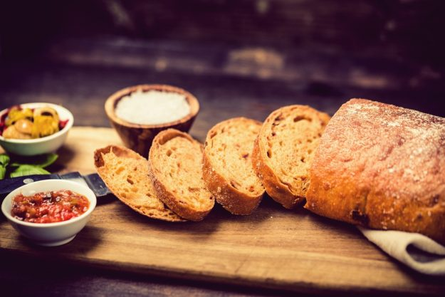 Schick Belgique – Baguette und Antipasti