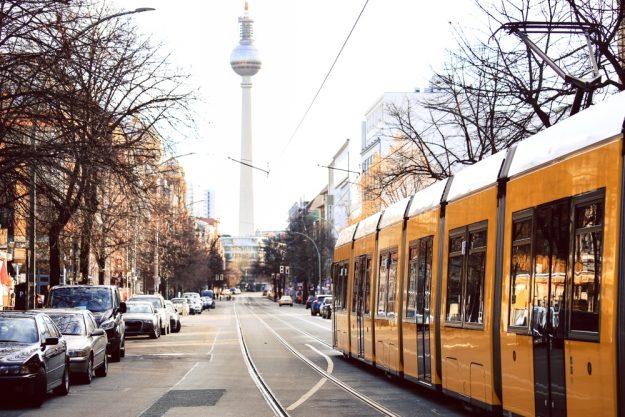 Kulinarische Stadtführung Berlin – Blick auf den Fernsehturm am Alexanderplatz