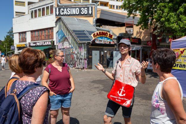 Kulinarische Stadtführung Berlin – Guide und Gäste