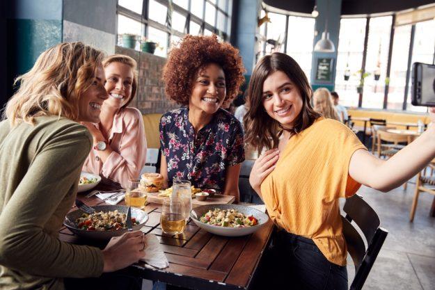 Kulinarische Stadtführung Stuttgart - Freundinnen in Restaurant