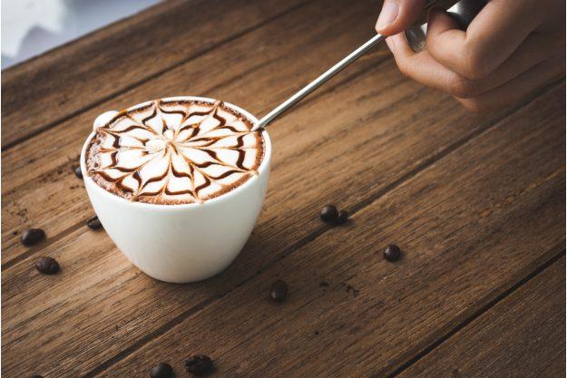 Latte Art Kurs in Frankfurt am Main – Blume aus Milchschaum