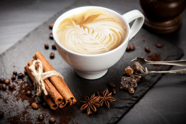 Latte Art Kurs in Frankfurt am Main – Milchkaffee mit Kaffeebohnen