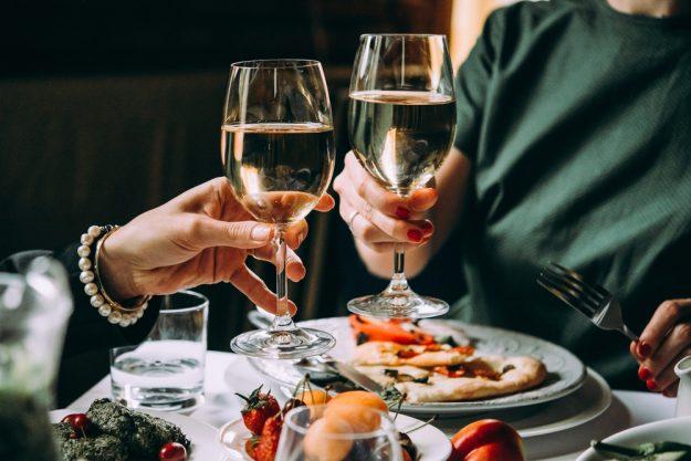 Mädels-Kochkurs Rheurdt – Frauen trinken Wein