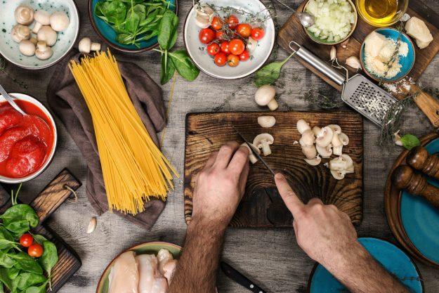 Männerkochkurs Stuttgart – Pilze schneiden