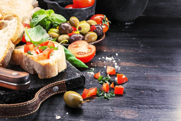 Mediterraner Kochkurs München – Tomaten, Brot und Oliven
