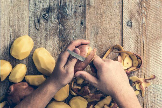 Österreich-Kochkurs München – Kartoffeln schälen