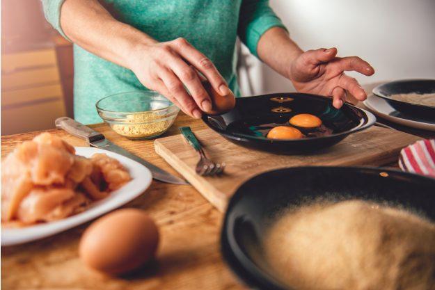 Österreich-Kochkurs München – Schnitzel-Panade anrühren