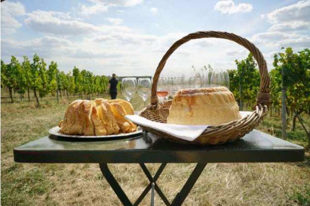 Weinwanderung online mit Essen im Weinberg chillen