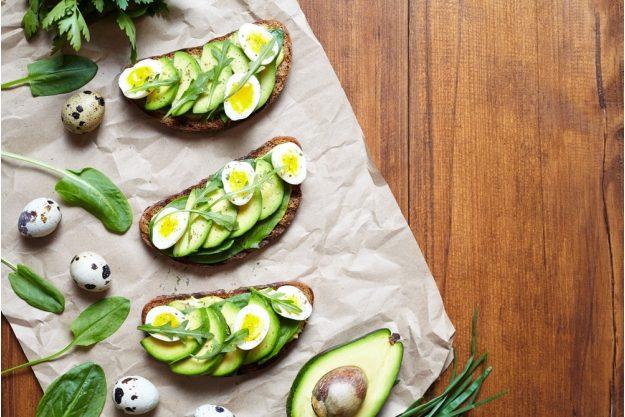 Saisonaler Kochkurs Stuttgart – Avocado Brot mit Wachtelei