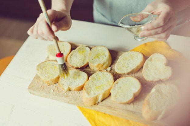 Tapas-Kochkurs-Stuttgart – Brote einölen