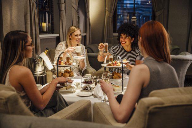Teatime-Backkurs Stuttgart - Freundinnen beim Tee