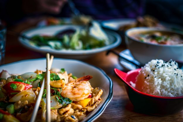 Thai-Kochkurs Dresden – Thai Food in bunten Schüsseln