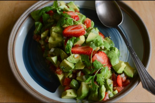 Thai-Kochkurs Köln – Avocado-Erdbeer-Salat
