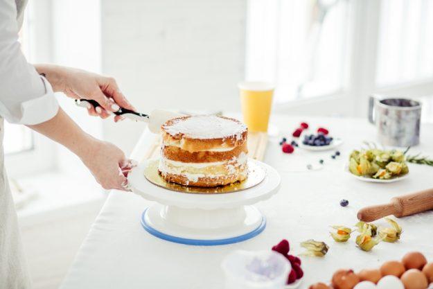 Torten-Kurs Düsseldorf – Torte einstreichen