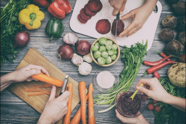 Veganer Kochkurs Stuttgart - Gemüse schneiden