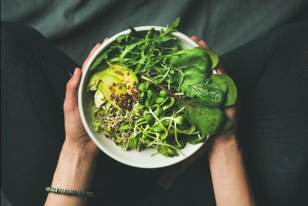 Vegetarischer Kochkurs Köln –  grünes Gemüse in Schale