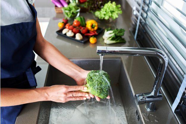 Vegetarischer Kochkurs Stuttgart – Brokkoli waschen