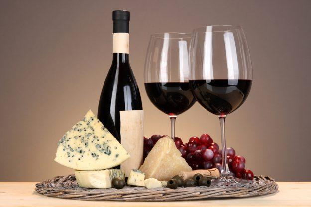 Weihnachtsfeier in Frankfurt Wein und Käse