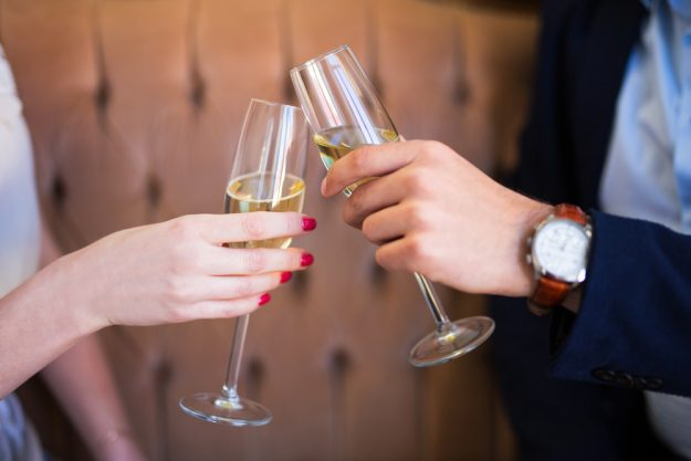 Weinprobe Augsburg – anstossen