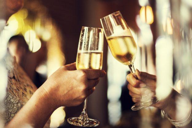 Weinprobe Augsburg – mit Sekt anstossen