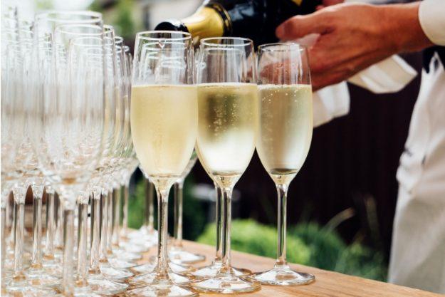 Weinprobe Augsburg – Prosecco einschenken