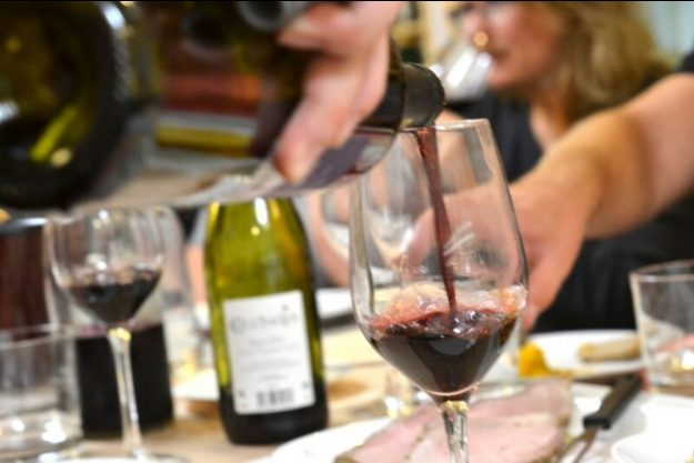 Weinprobe Berlin – Rotwein einschenken