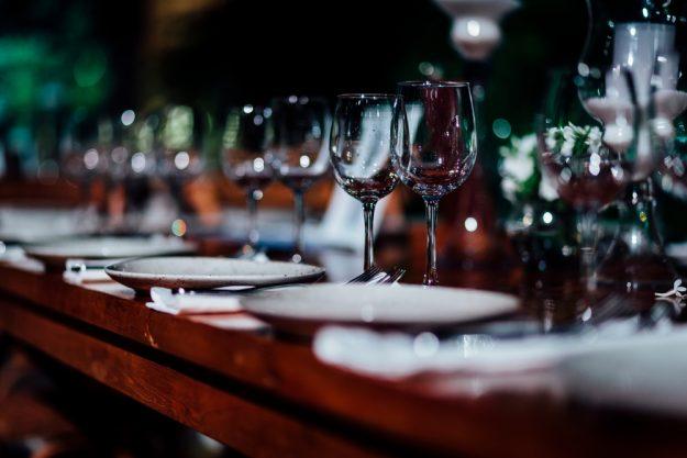 Weinprobe Hamburg – Dinnertafel mit Wein
