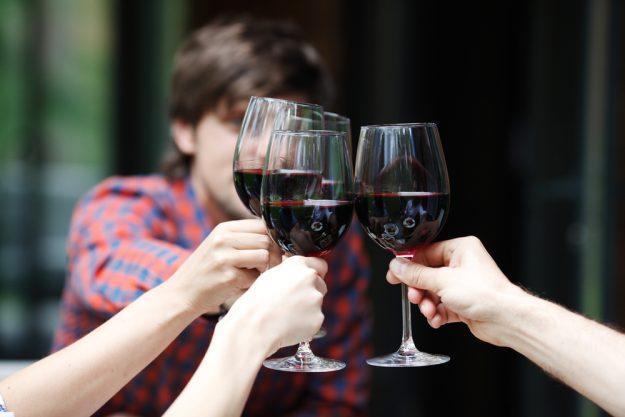 Weinprobe Hamburg – mit Wein anstossen