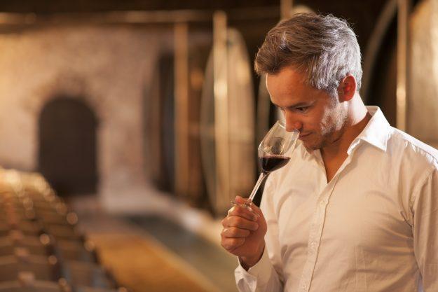 Weinprobe Leipzig – Winzer probiert Wein