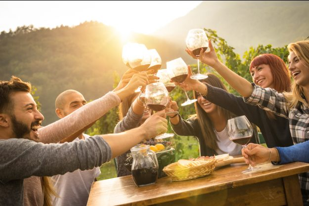 Weinprobe Stuttgart –mit Wein anstoßen
