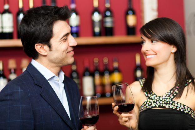 Weinseminar Regensburg - Mann und Frau trinken Rotwein